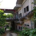 沖縄県中城にある廃墟(中城高原ホテル跡)を通り過ぎたよ