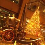 新丸ビルのサーカス団伝統の幸せを願うツリー