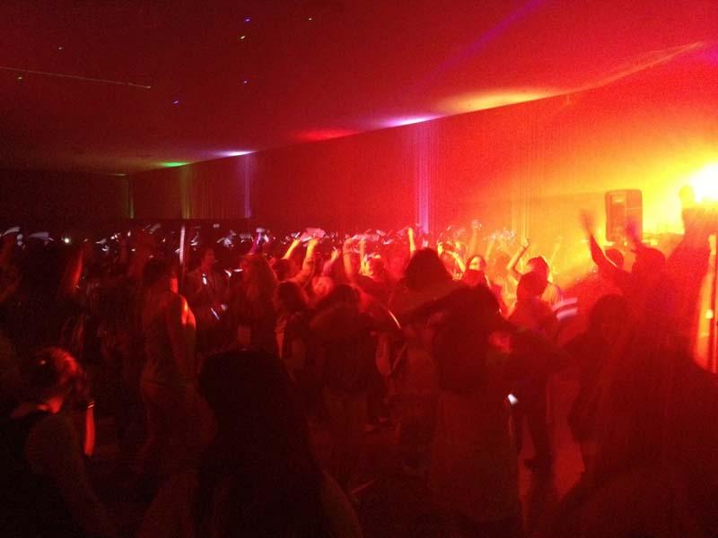 dance-crowd-club