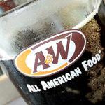 A&W で黒いバンズのチェダーチーズステーキサンドを食べた