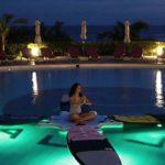 沖縄のガーデンプールで自然を感じながらヨガをする「SUP YOGA 」開催