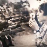 フラワーアーティスト東信が率いるAMKKの企画展「戦争と花」へ