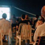 スマホから離れて野外映画と銭湯入浴を楽しむデジタルデトックスイベント開催