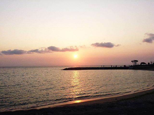 toomilog-sunsetbeach1