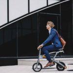 公道走行可能で持ち運びが簡単な電動バイク「Stigo」
