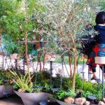 自然と一体化できる屋外用家具作品「intree table」